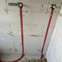 Подводка труб по стене в штробе в защитной изоляции
