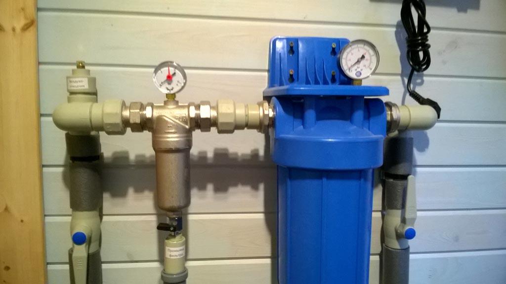 Монтаж систем горячего и холодного водоснабжения в коттедже